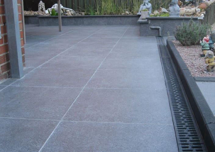 Terrastegels terras aanleggen - Dek een terras met tegels ...